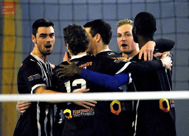 Volley-ball - Nationale 2 masculine. Angers s'impose à Harnes (3-2)