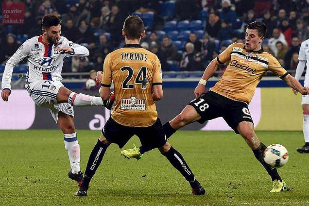 Lyon's French midfielder Jordan Ferri kicks the ball during the French L1 football match between Lyon (OL) and Angers (SCO) on December 21, 2016 at the Parc Olympique Lyonnais stadium in Decines-Charpieu, centraleastern France.  / AFP / JEAN-PHILIPPE KSIAZEK
