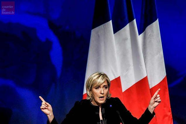 Head of the French far-right party Front national (FN) and presidential candidate Marine Le Pen gives a speech, on February 5, 2017, as part of a two-day political rally to kick off the presidential campaign of the FN presidential candidate. / AFP / JEFF PACHOUD