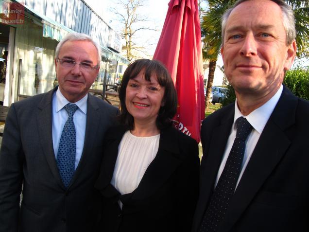 Briollay, lundi 16 avril. Jean Leonetti( à gauche) et Paul Jeanneteau encadrant Roselyne Bienvenu, candidate suppléante du député sortant d'Angers-Nord