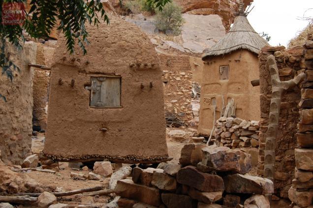 A l'est du Mali, la culture des Dogons perdurent depuis des siècles.