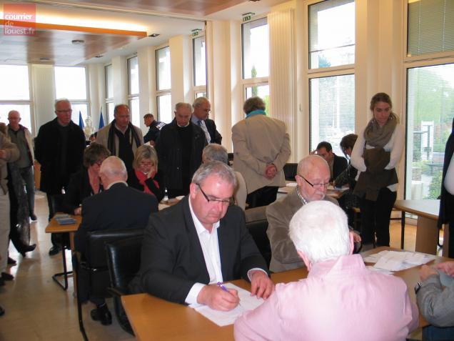 Le lancement du dépouillement en mairie d'Avrillé ce dimanche soir