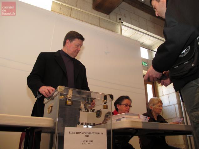 Saumur. devoir accompli pour le maire et président de bureau de vote