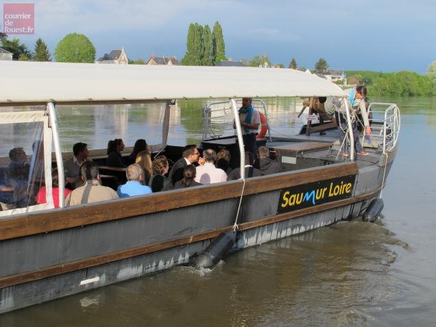 Le Saumur Loire a décliné l'identité visuelle de la ville de Saumur en reprenant la typographie.