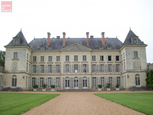 Le château de Montgeoffroy à Mazé, une des dernières grandes demeures de l'Ancien Régime, séduit par son immensité et ses pièces de vie raffinées.