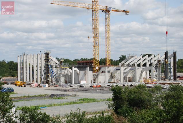 La structure béton destinée à soutenir les gradins est en voie d'achèvement.