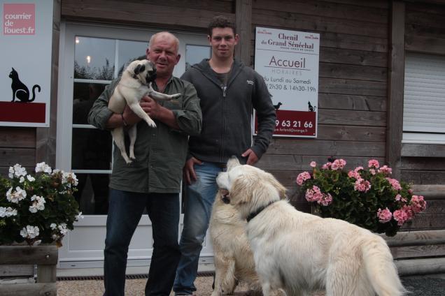 Dominique Ferland et son fils Samuel qui l'aide pendant ses vacances.