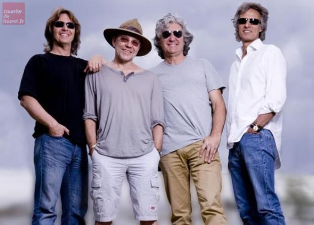 """Avec Terence Reis (à gauche), trois anciens musiciens de """"Dire Straits"""" Alan Clark, Phil Palmer et Chris White forment """"The Straits"""" en concert le 1er septembre à Trélazé."""
