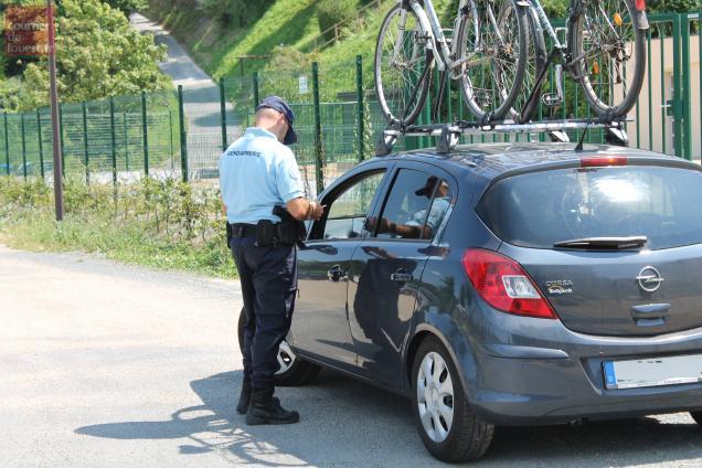 Les gendarmes ont procédé à des contrôles d'identité et vérifié les contenus des coffres des véhicules stoppés.