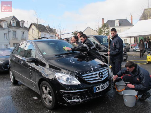 Une opération de solidarité menée aujourd'hui par les jeunes sapeurs pompiers du Val d'Authion, de Baugé et d'Angers.