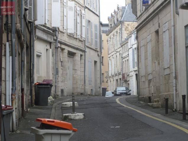 Pompiers, Samu et policiers sont intervenus dans cette rue jeudi après-midi, pour un cadavre en décomposition.