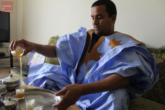 Baba Moulud Mohamed qui a fait des études de droit, a élu domicile à Bressuire et travaille dans un abattoir de volailles.