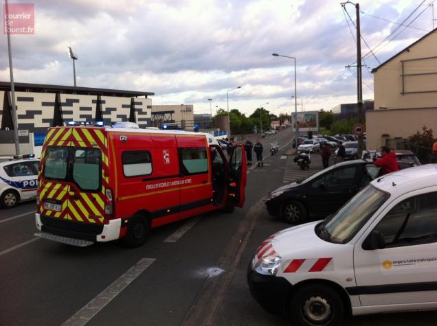 Les policiers ont rapidement isolé le bus et les fauteurs de trouble. Un blessé léger a été pris en charge par les pompiers.