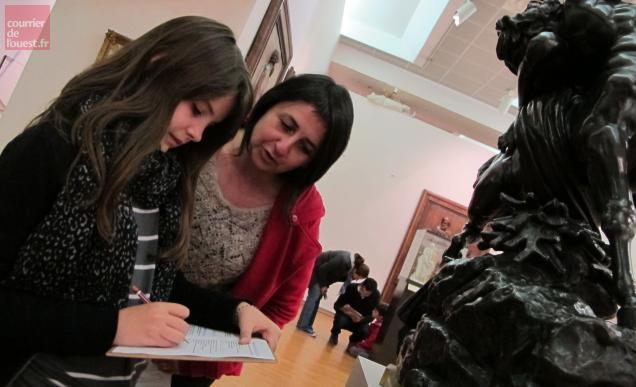 Au musée d'art et d'histoire, toute la famille était mobilisée pour répondre à un questionnaire ludique
