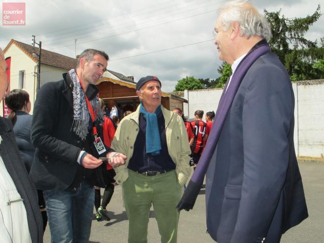 Nicolas Savinaud et le président Régis Vincenot ont accueilli Jean-Claude Suaudeau.