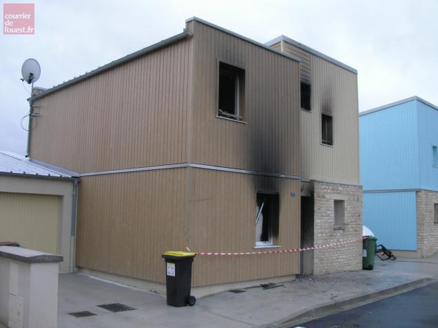 niort pavillon en feu cette nuit quatre bless s. Black Bedroom Furniture Sets. Home Design Ideas
