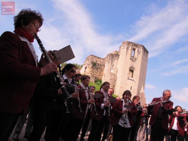 L'harmonie de Beaufort a donné une aubade ce matin, devant le château.