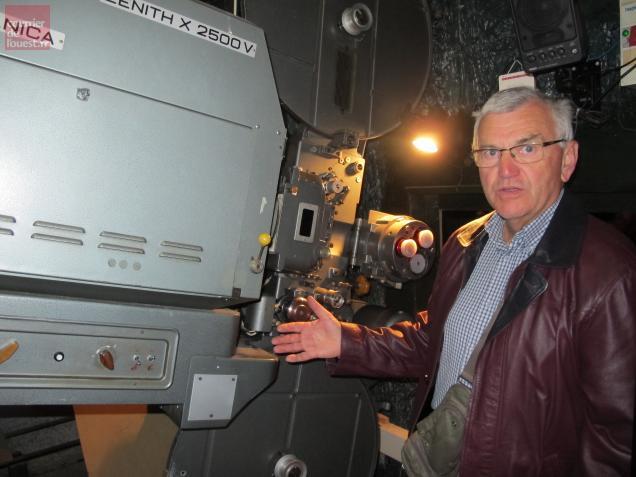 Alain Chérouvrier ne projettera plus de films avec l'appareil argentique. Place à la rentrée à un système numérique tout neuf.