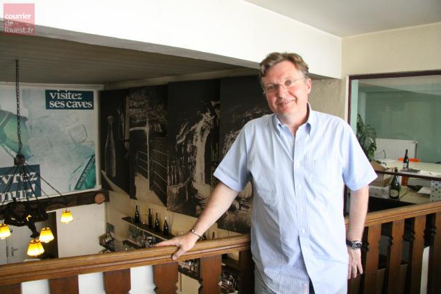 Philippe Porché dans les locaux du Syndicat viticole des côtes de saumur