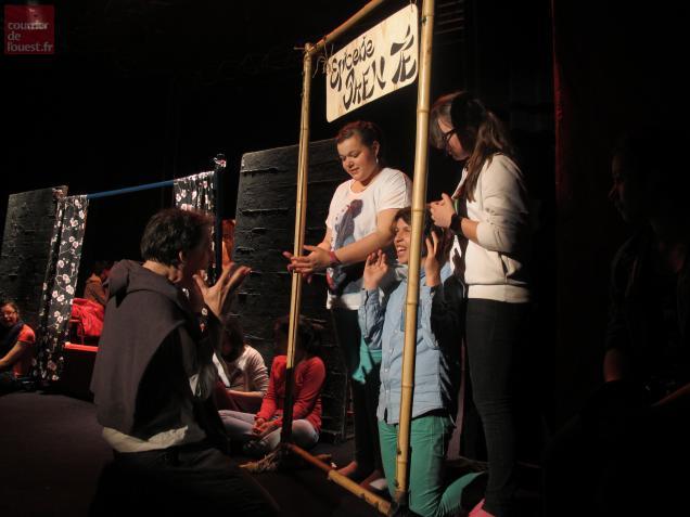 Les comédiens du collège beaufortais répètent le jour et jouent le soir !