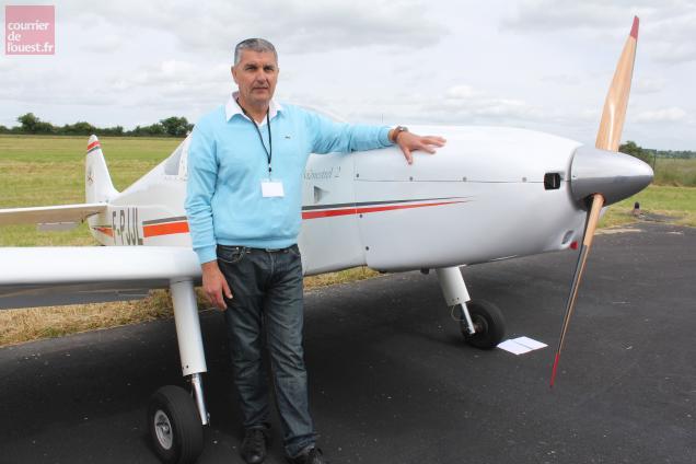 Jean Leclaire ne passe pas une semaine sans voler dans l'avion qu'il a construit.