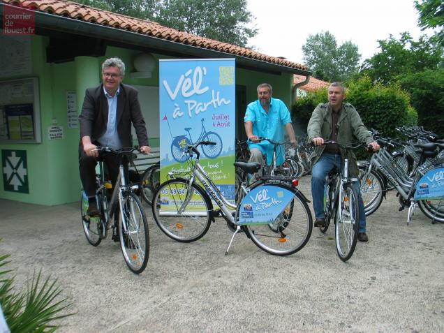 15 vélos parfaitement équipés viennent compléter ceux du camping pour le plaisir des vacanciers.