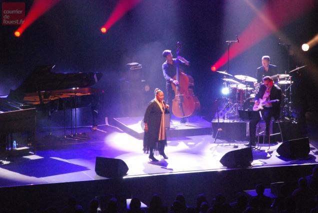 Barbara Hendricks et ses musiciens ont donné ses lettres de noblesse à l'Arena Loire trélazéenne dès son premier concert.