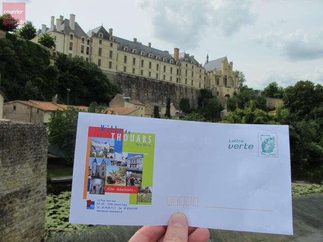 Des enveloppes qui évoquent le patrimoine de Thouars.