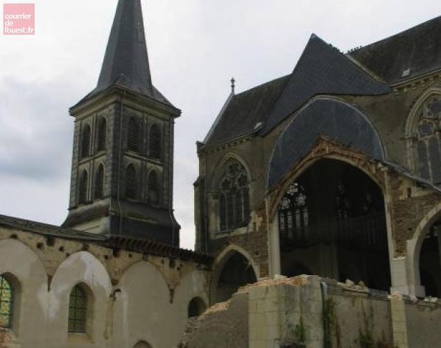 Calme plat mardi matin sur le chantier de l'église Saint-Pierre aux Liens déjà bien entamé.
