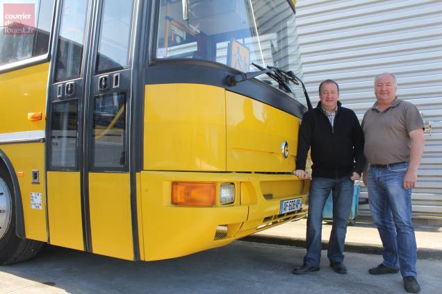 Depuis treize ans, Didier et Jacky Morizot livrent des cars pour le continent africain.
