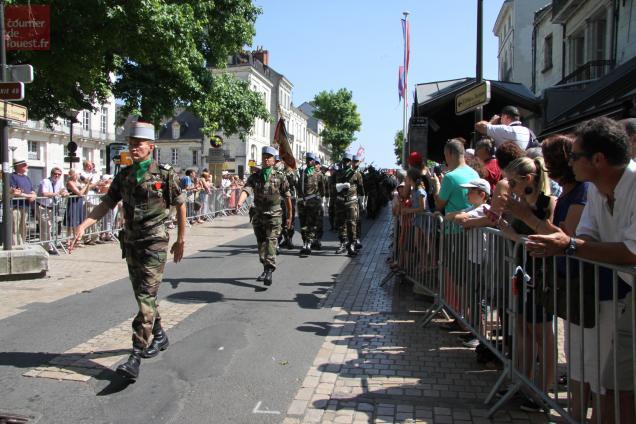Un défilé suivi par de nombreux Saumurois et touristes.