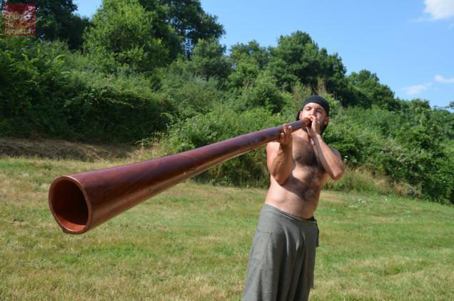 Dubravko pratique le didgeridoo depuis une quinzaine d'années.