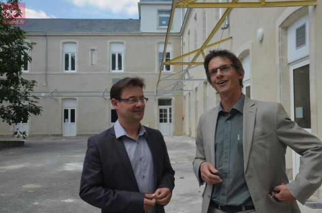"""Nicolas Groussard, proviseur adjoint, et Pierre-Emmanuel Raffi, proviseur, souhaite rendre le lycée plus """"agréable""""."""