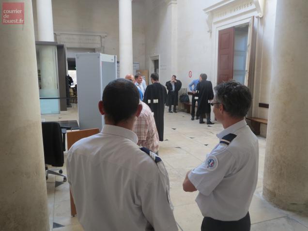 Deux des policiers  agressés à Niort étaient présent hier dans le prétoir