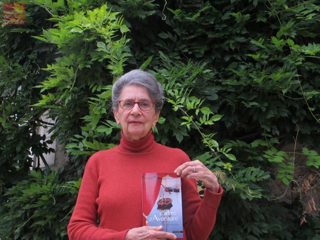 Nicole Morelle ouvre les portes du jardin de son château ce week-end et y dédicace son dernier roman.