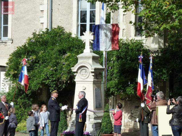 Le monument au mort de Denée a retrouvé sa croix
