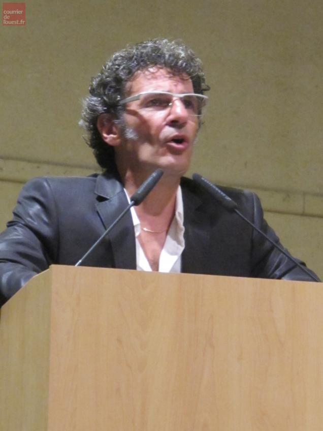 """A l'orangerie du Château, mercredi, Lucien Marinucci a lancé : """"Je ne suis ni le Messie, ni un prestidigitateur""""."""
