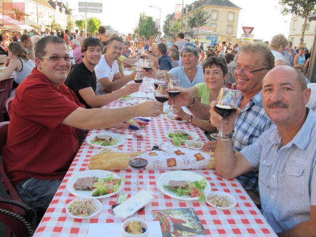 La Grande Tablée, désormais organisée sur deux soirées, a réuni 6000 convives en août dernier à Saumur.