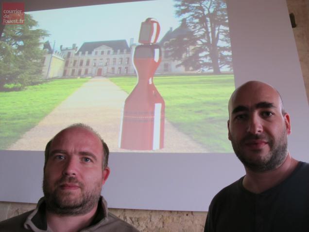Sébastien Delarue (à gauche) et Daniel Benesby sont les deux concepteurs du robot.