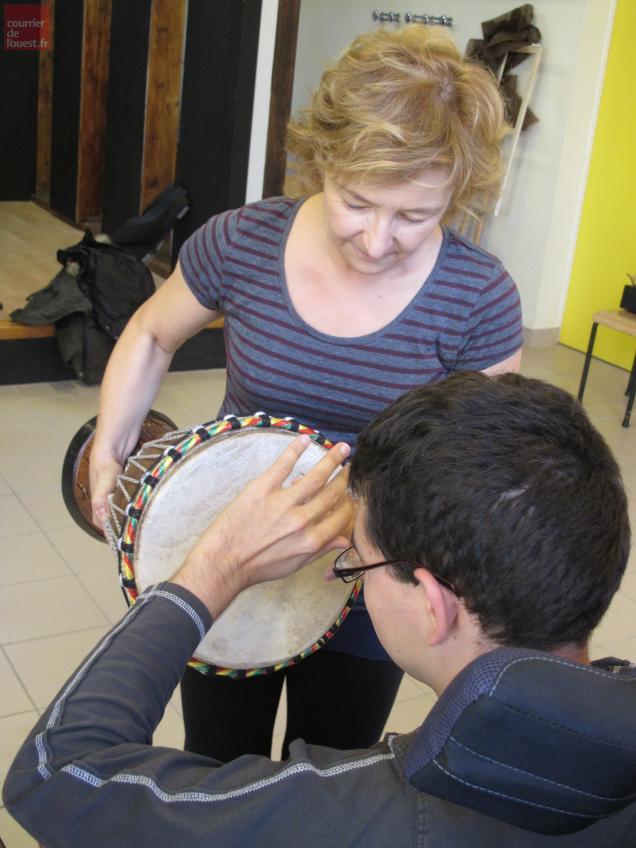 Différentes activités, comme une initiation à la musique, sont dispensées aux résidants afin de les faire progresser.