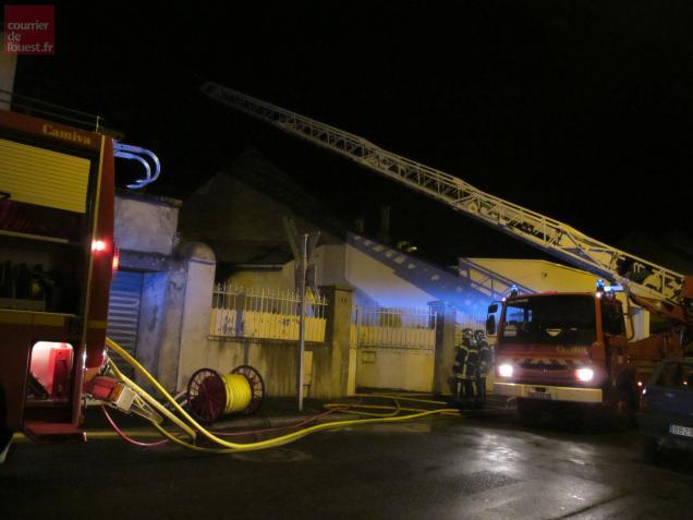 Une trentaine de pompiers a été mobilisée rue Voltaire, à Thouars.