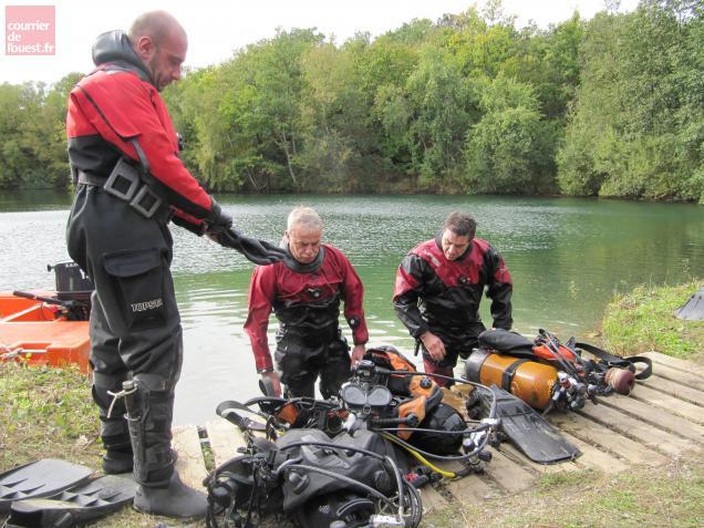 A raison de deux plongées par jour, les démineurs sont en mission depuis lundi dernier