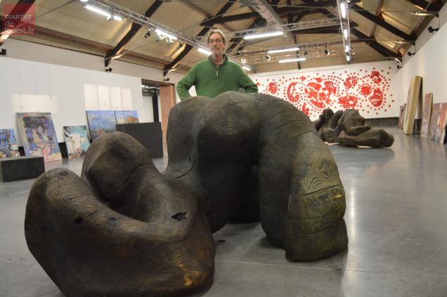Le sculpteur Bernard Ryckelynck présente ses étranges femmes tortues.