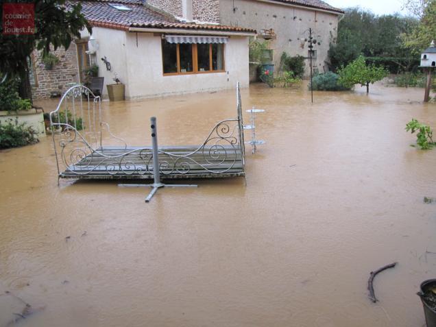 A Mairé-Levescault, une maison a été inondée.