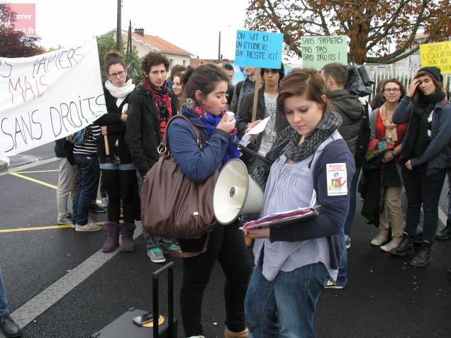 Les lycéens ont manifesté devant Paul-Guérin à Niort.