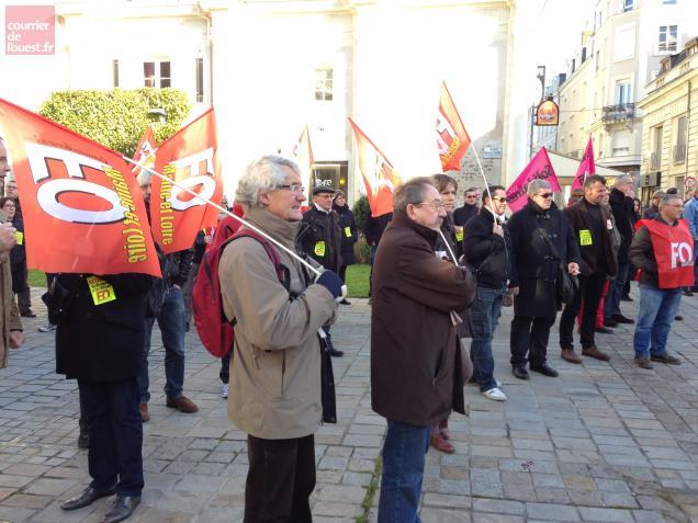Angers. Ils manifestent devant la préfecture contre la réforme des retraites