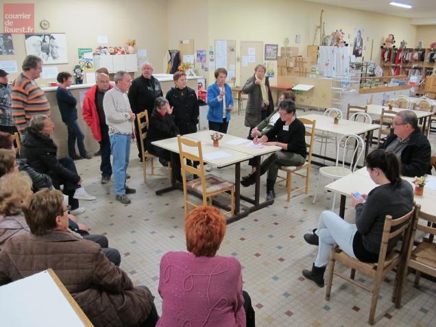 Les bénévoles - ils sont une centaine à Saumur - préparent déjà l'arbre de Noël, fixé au 18 décembre.