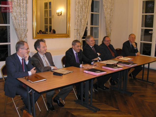 """Recteur et préfet (au centre) jugent les Deux-Sèvres """"bon élève"""" en matière de réforme des rythmes scolaires."""