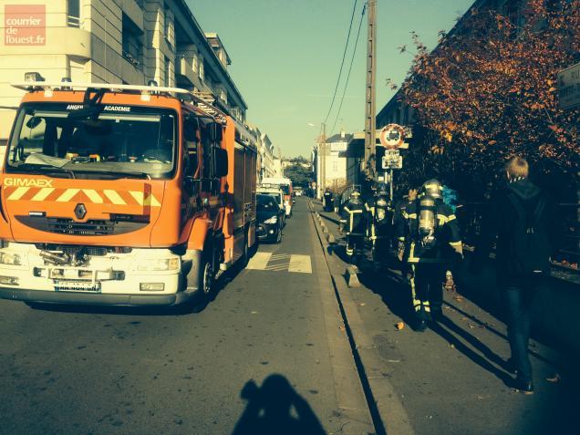 Par précaution, les pompiers ont évacué les policiers du commissariat central.