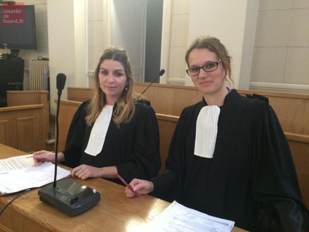 Les deux avocates des prévenus.